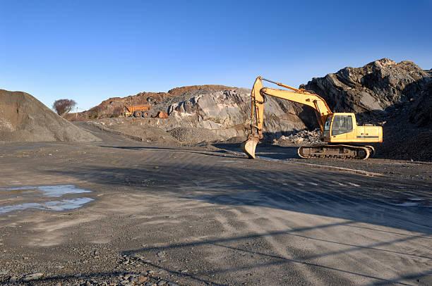 Scenic shot of a quarry being dug:スマホ壁紙(壁紙.com)