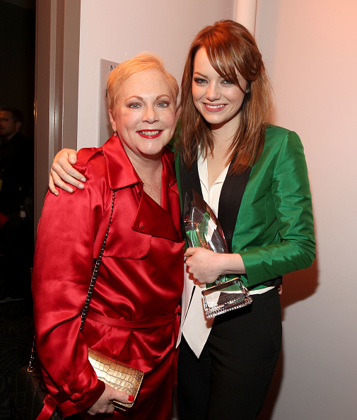 Emma Stone「2012 People's Choice Awards - Backstage And Audience」:写真・画像(9)[壁紙.com]