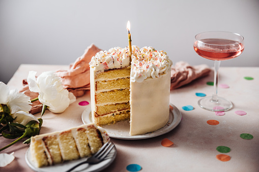 Serving Food and Drinks「Passion fruit birthday cake」:スマホ壁紙(16)