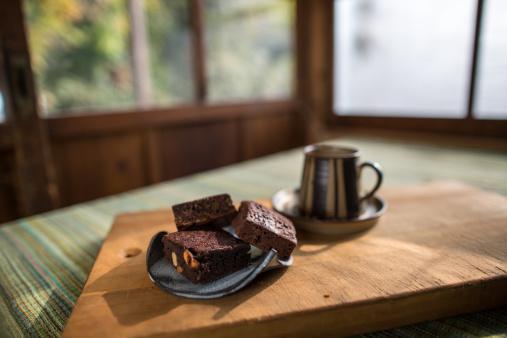 Sweet Food「Gluten-free brownies on a plate」:スマホ壁紙(1)