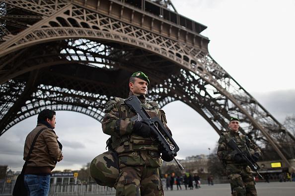 Paris - France「France Deploys 10,000 Troops To Boost Security After Attacks」:写真・画像(4)[壁紙.com]