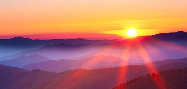 Sunset on a foggy mountain range:スマホ壁紙(壁紙.com)