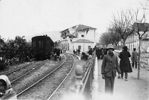 Railroad Track「Reggio Earthquake」:写真・画像(15)[壁紙.com]