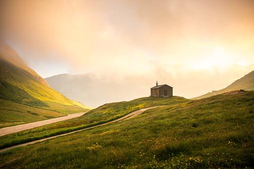 Chapel「Rural Mountain Church at Sunrise」:スマホ壁紙(17)