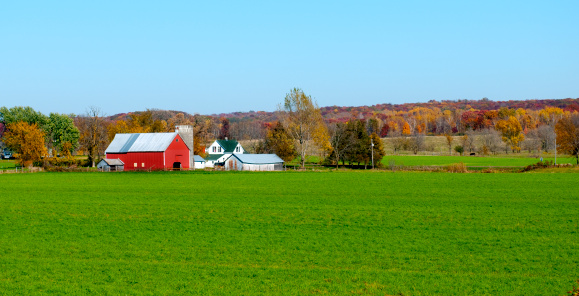 Agricultural Building「Landscape view of red Midwestern dairy farmhouse and land」:スマホ壁紙(3)