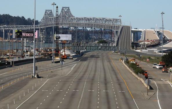 San Francisco-Oakland Bay Bridge「Fallen Debris Forces Closure Of Bay Bridge」:写真・画像(11)[壁紙.com]