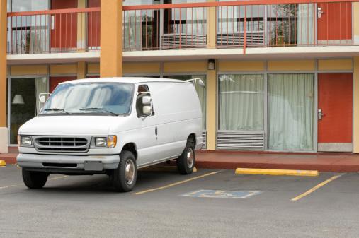 Motel「Motel Doors and Parked White Van Close Up」:スマホ壁紙(5)