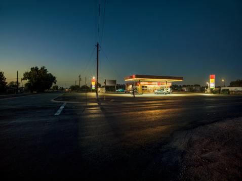 Remote Location「Gas station at dusk」:スマホ壁紙(5)