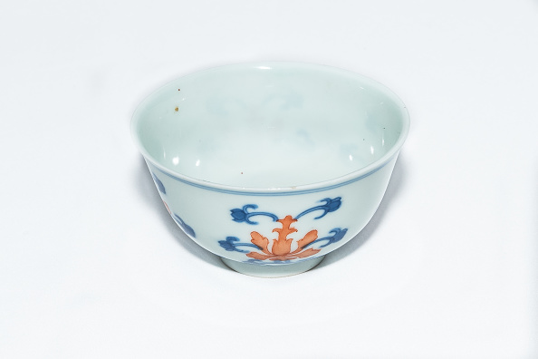 White Background「Blue And White Cup With Red Enamel 1908」:写真・画像(18)[壁紙.com]