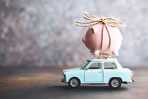 Insurance「Little pink piggy bank tied to the top of an old car」:スマホ壁紙(17)