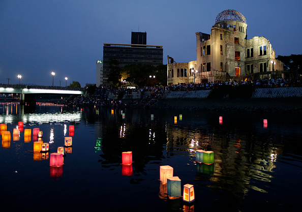 Floating Candle「Hiroshima Marks the 71st Anniversary of Atomic Bombing」:写真・画像(1)[壁紙.com]