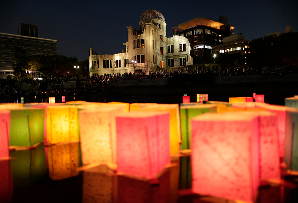 Floating Candle「Hiroshima Marks the 71st Anniversary of Atomic Bombing」:写真・画像(0)[壁紙.com]
