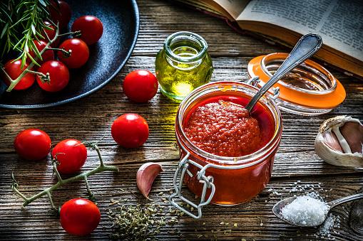 Savory Food「Homemade tomato sauce in a glass jar」:スマホ壁紙(17)