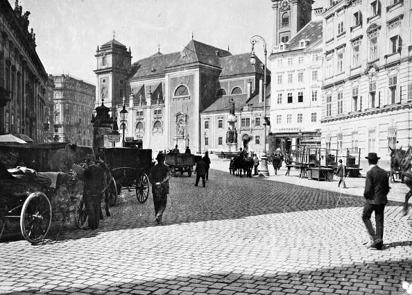 Square - Composition「Vienna 1: Freyung. About 1900. Photograph By Bruno Reiffenstein (No. 1304).」:写真・画像(14)[壁紙.com]