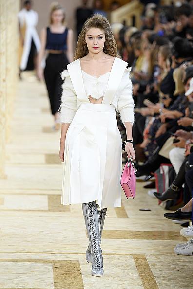 Catwalk - Stage「Miu Miu : Runway - Paris Fashion Week - Womenswear Spring Summer 2020」:写真・画像(17)[壁紙.com]