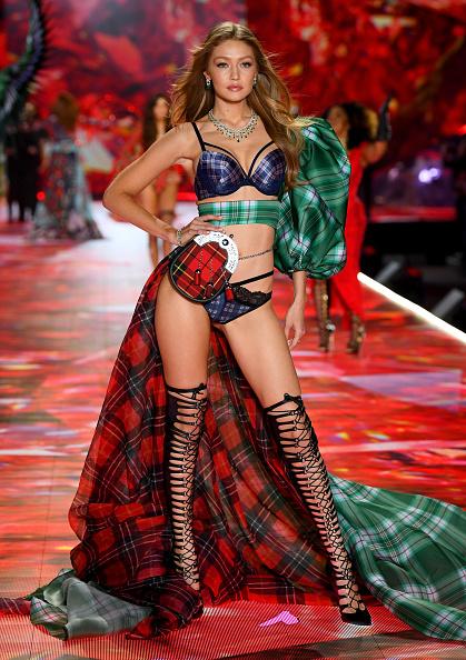 Victoria's Secret Fashion Show「2018 Victoria's Secret Fashion Show in New York - Runway」:写真・画像(15)[壁紙.com]