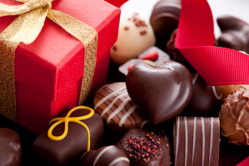 Valentine's Day - Holiday「Chocolate Candies and Gift Box」:スマホ壁紙(4)