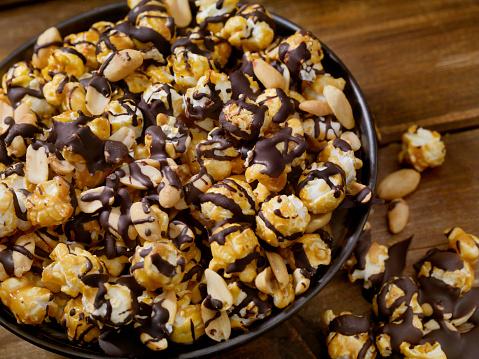 Crunchy「Chocolate Caramel Popcorn with Peanuts」:スマホ壁紙(4)