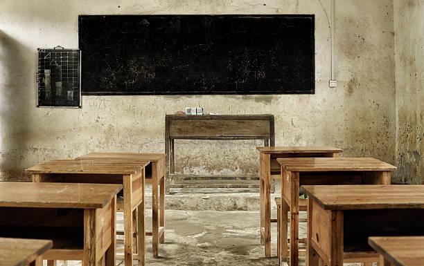 dirty old classroom:スマホ壁紙(壁紙.com)