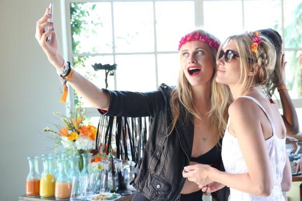Brunch「Poppy Delevingne Hosts The Superdry Coachella Brunch」:写真・画像(2)[壁紙.com]