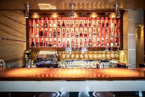 Alcohol - Drink「A bar with drinks display in a prestigious restaurant」:スマホ壁紙(4)