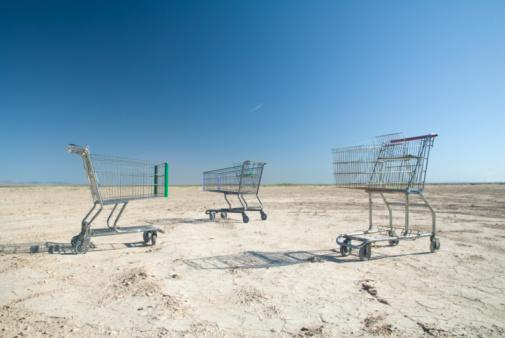 Customer「Shopping carts in rural,barren landscape.」:スマホ壁紙(9)