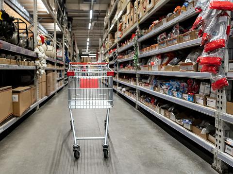 Trading「Shopping cart at a hardware store」:スマホ壁紙(14)