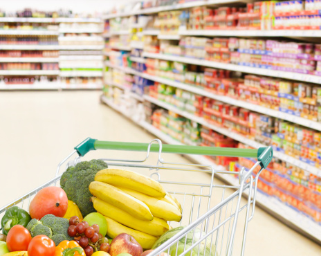 Retail「Shopping cart in grocery store full of fruits and vegetables」:スマホ壁紙(6)