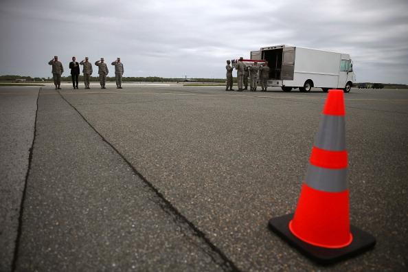 Daniel Gi「Bodies Of Soldiers Killed In Afghanistan Return To U.S.」:写真・画像(12)[壁紙.com]