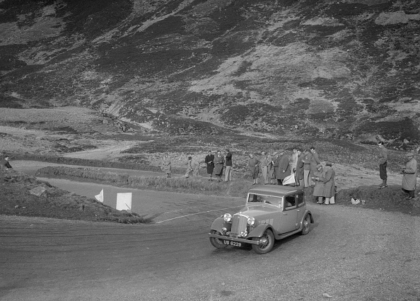 Hairpin Curve「Rover saloon of J Gibbon Jr at the RSAC Scottish Rally, Devil's Elbow, Glenshee, 1934」:写真・画像(16)[壁紙.com]