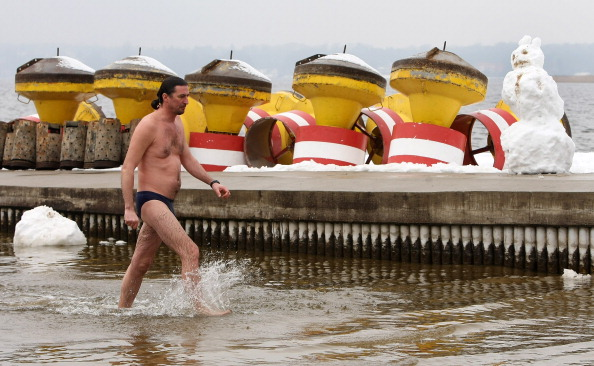 snowman「Wannsee Lake Opens To Bathers Despite Ongoing Winter」:写真・画像(14)[壁紙.com]