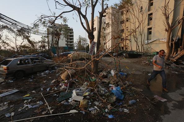 Exploding「Lebanese Government Steps Down After Blast Reignites Protests」:写真・画像(12)[壁紙.com]