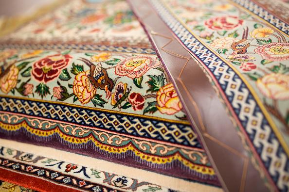 Rug「Oriental Rug Specialist Displays Hand Knotted Carpets」:写真・画像(18)[壁紙.com]