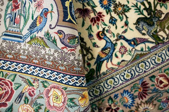 Rug「Oriental Rug Specialist Displays Hand Knotted Carpets」:写真・画像(6)[壁紙.com]