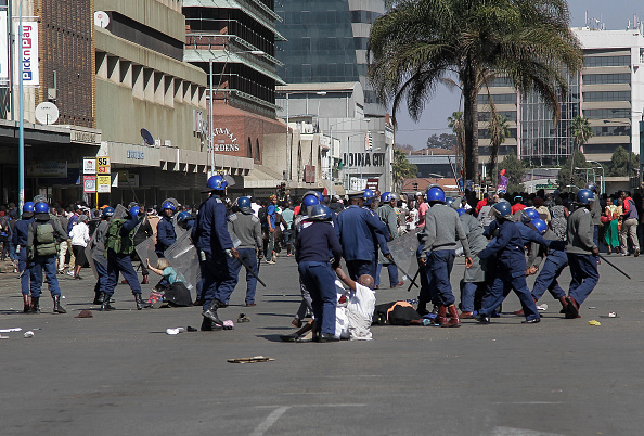Zimbabwe「Opposition Protests Against Mnangagwa Government In Harare」:写真・画像(8)[壁紙.com]