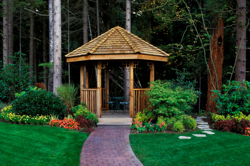 British Columbia「cedar wood gazebo back yard garden」:スマホ壁紙(18)