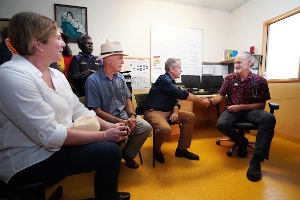 Sharpening「Bill Shorten Campaigns On The Tiwi Islands」:写真・画像(18)[壁紙.com]