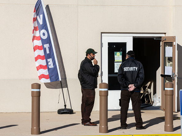 Security「Across The U.S. Voters Flock To The Polls On Election Day」:写真・画像(10)[壁紙.com]