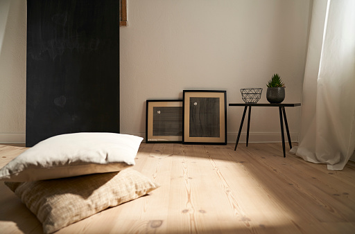 Focus On Background「Interior in a modern furnished room with wooden floor」:スマホ壁紙(3)