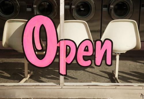 Kitsch「Open Sign on Laundromat Window」:スマホ壁紙(13)