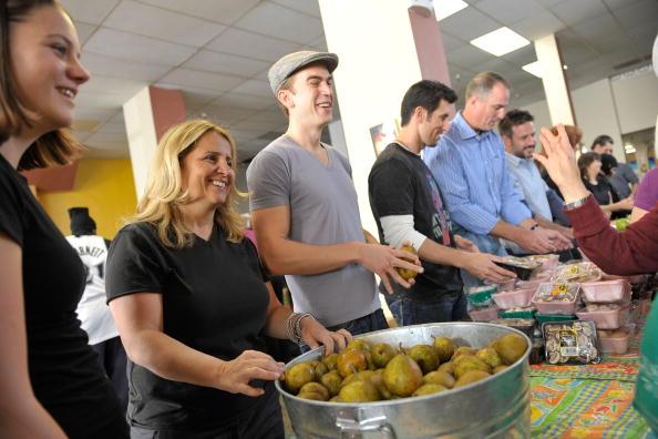 Tenderloin「Feeding America Food Bank Visit」:写真・画像(9)[壁紙.com]