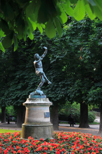 God「Statue of Faun Dancing in Luxembourg Gardens」:スマホ壁紙(12)