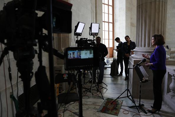 Capitol Hill「Speaker Pelosi Speaks To Media From Capitol Hill」:写真・画像(6)[壁紙.com]