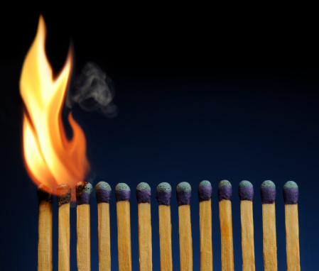 Catching「Wooden Matches Lined-up Like Fire Dominoes, About to Burn Down」:スマホ壁紙(15)