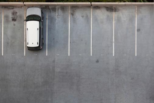 In A Row「Single Car on a Parking Lot」:スマホ壁紙(16)