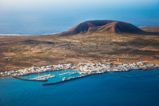 La Graciosa - Canary Islands「Volcanic landscape in Lanzarote.」:スマホ壁紙(18)