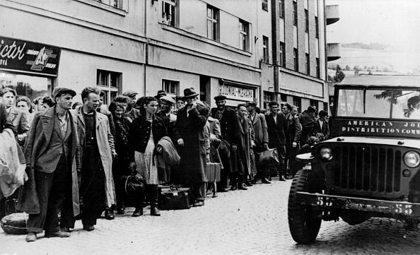 In A Row「Jewish Refugees」:写真・画像(15)[壁紙.com]