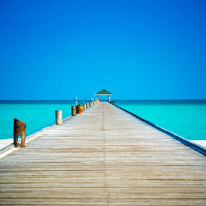 Pier「Jetty at Dhiffushi Holiday island, South Ari atoll, Maldives」:スマホ壁紙(7)