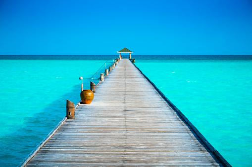 Pier「Jetty at Dhiffushi Holiday island, South Ari atoll, Maldives」:スマホ壁紙(4)