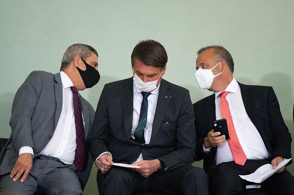 "President of Brazil「Bolsonaro Participates in the Launch of the Program ""Casa Verde e Amarela""at Planalto Palace Amidst the Coronavirus (COVID - 19) Pandemic」:写真・画像(13)[壁紙.com]"